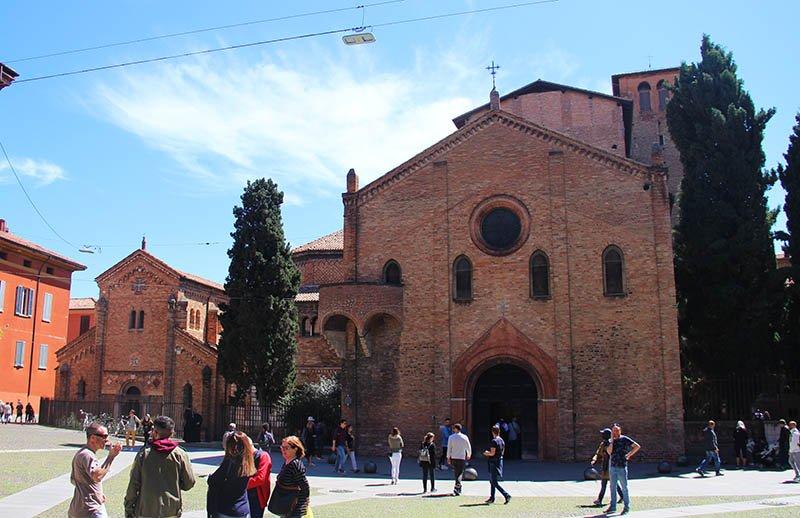 Edifícios ao redor da Catedral de San Stefano
