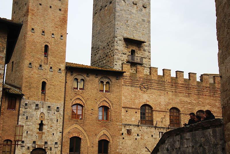 centro historico da vila medieval de san gimignano na italia