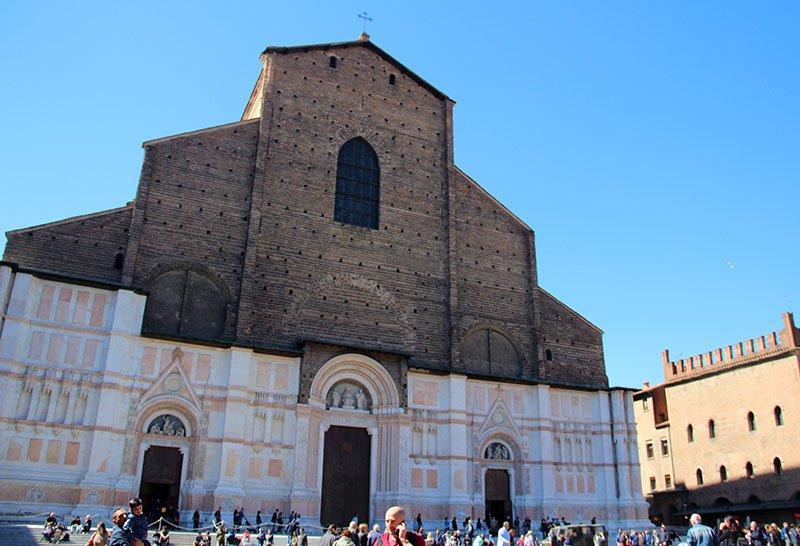 Fachada Basílica de São Petrônio em Bolonha