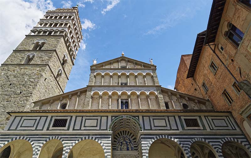 fachada catedral de pistoia na italia toscana