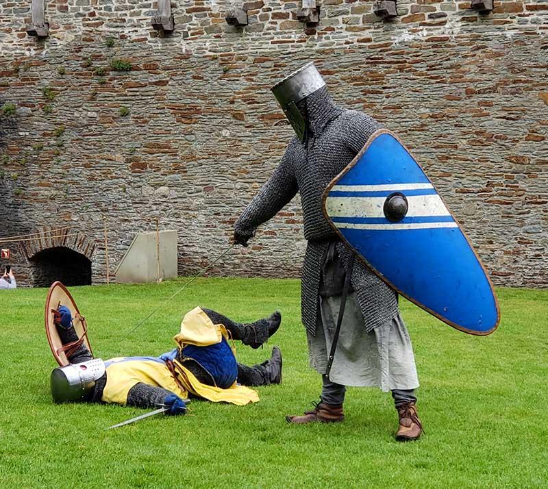 batalha de cavaleiros de armadura no reino unido
