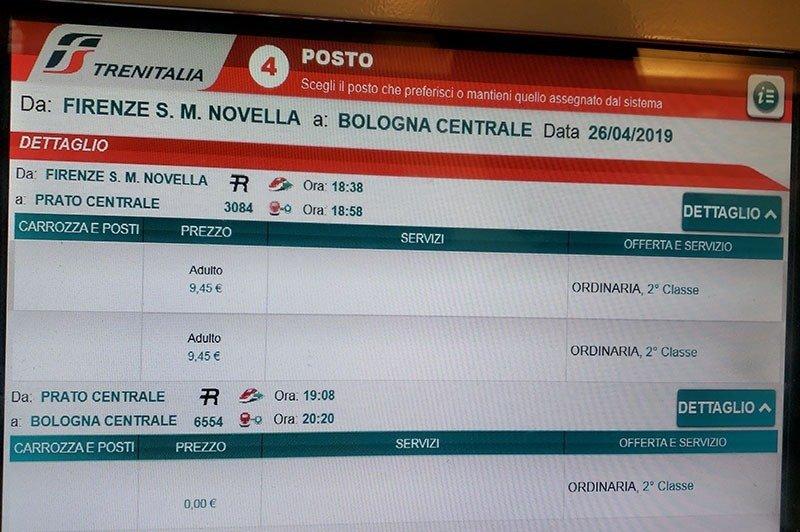 tela na maquina da estacao ferroviaria indicando as trocas de trem na italia