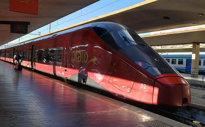 Trem Ítalo na estação de Santa Maria Novella em Florença