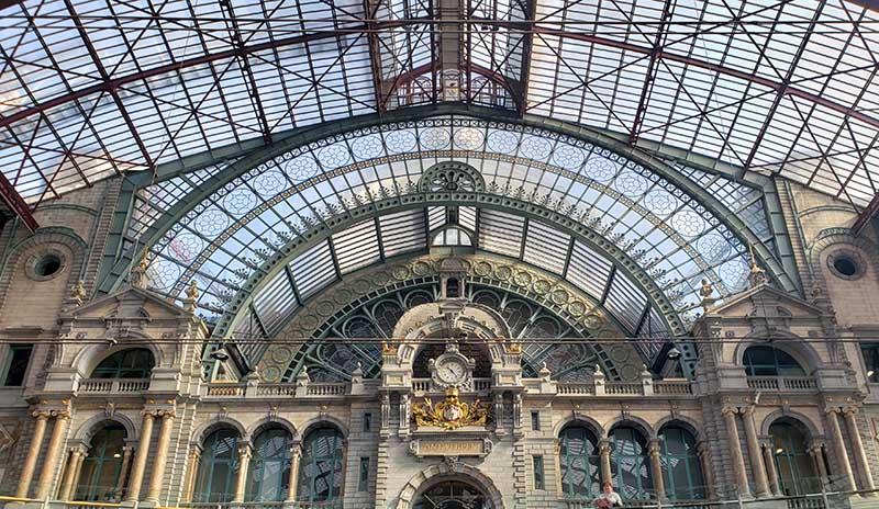 detalhe do teto da Estação de Antuérpia na Bélgica