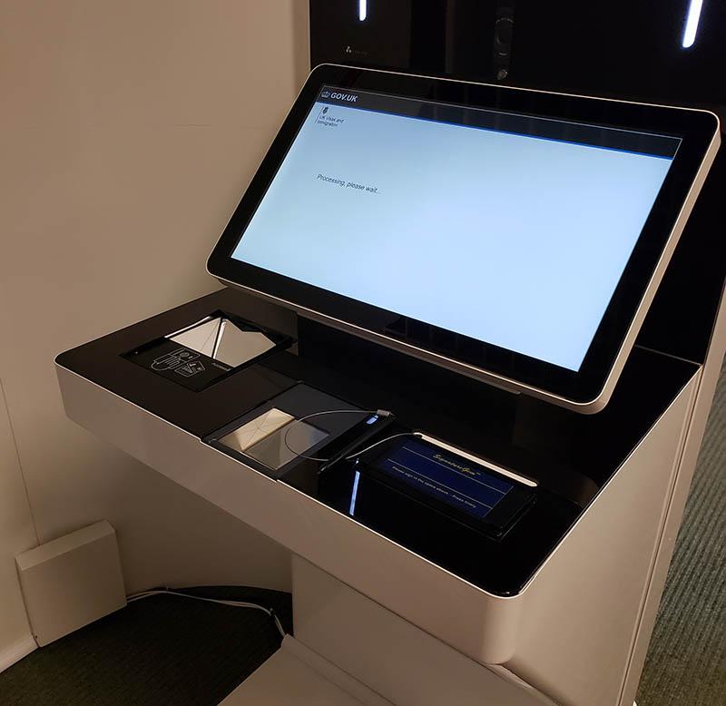 Máquina que tira sua foto e digitais na Inglaterra Visto Inglaterra para cônjuge de cidadão europeu