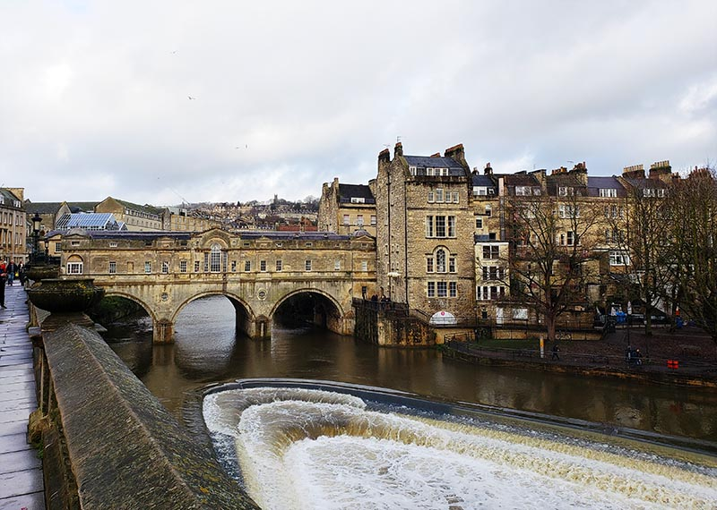 pulteney bridge e rio avon em bath