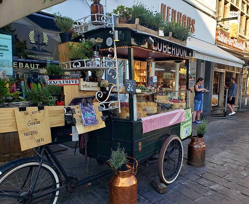 Carrinho vendendo cuberdons em Gent