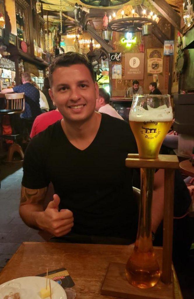 bar Dulle Griet copo de cerveja