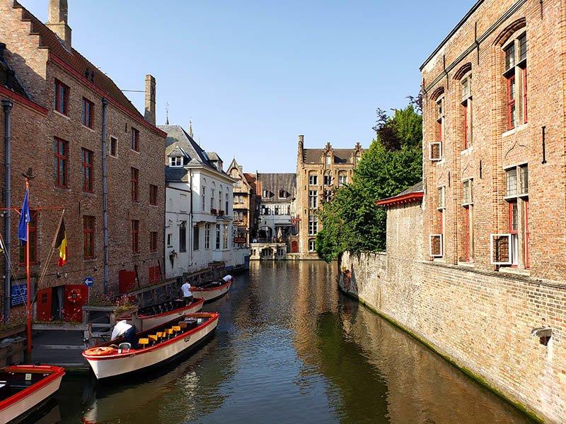 Barcos nos canais em Bruges