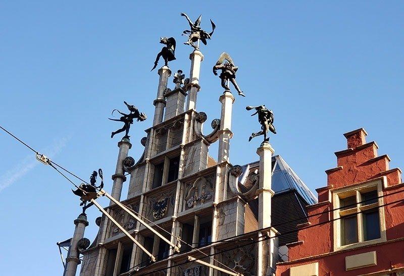 Dançarinos de ferro no telhado ghent