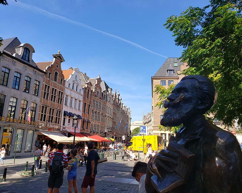 roteiro em bruxelas bairro sablon estatua