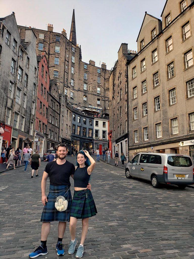 casal de kilt edimburgo escocia