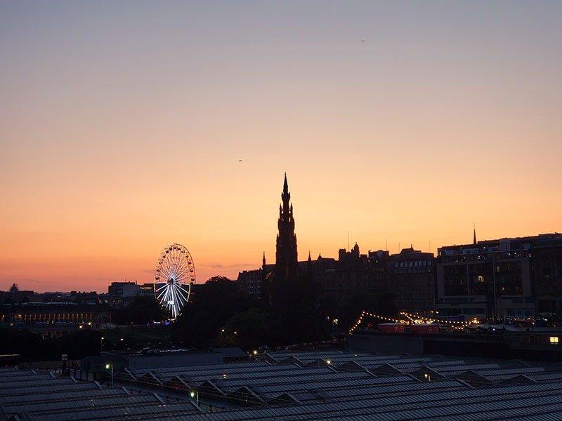 Por do sol no centro de Edimburgo