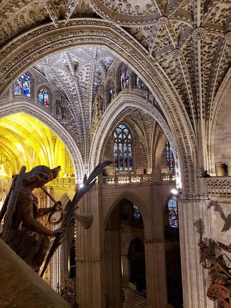 Vista única do interior da Catedral de Sevilha