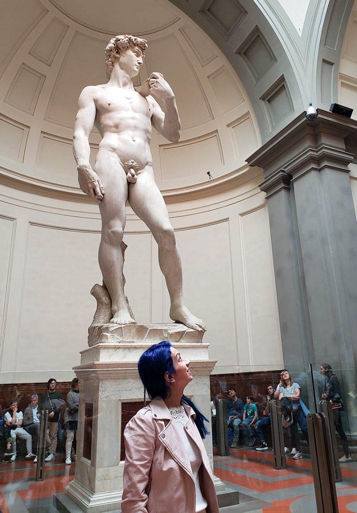Comparação do tamanho da escultura