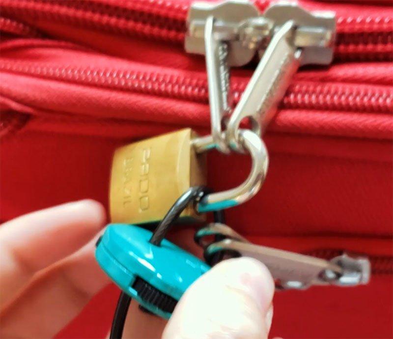 como proteger bagagem no aeroporto cadeado