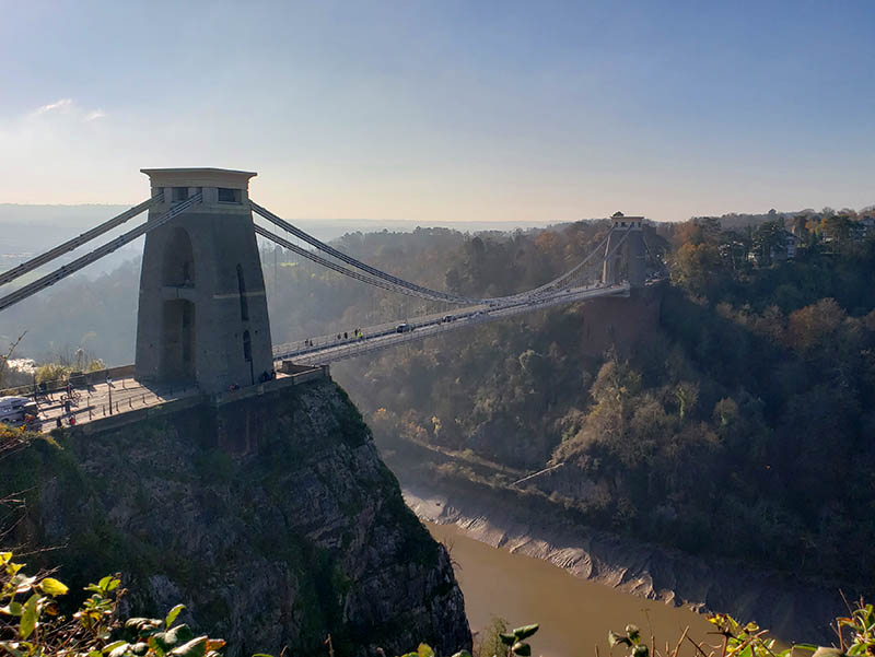 clifton suspension bridge num dia de sol
