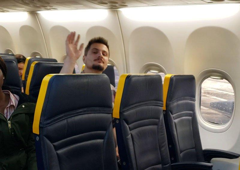interior aviao ryanair bancos