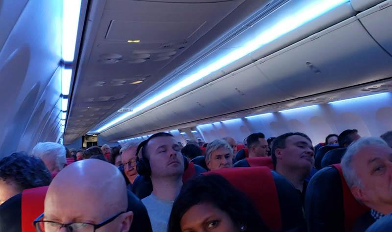 interior do aviao norwegian air