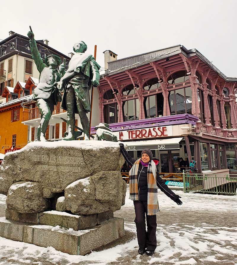 estatua exploradores cidade alpina
