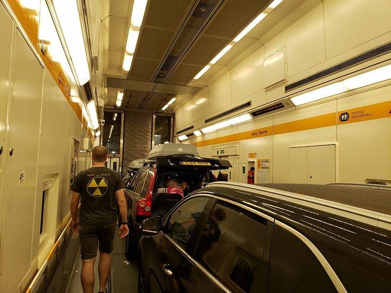 dentro do vagao trem eurotunel