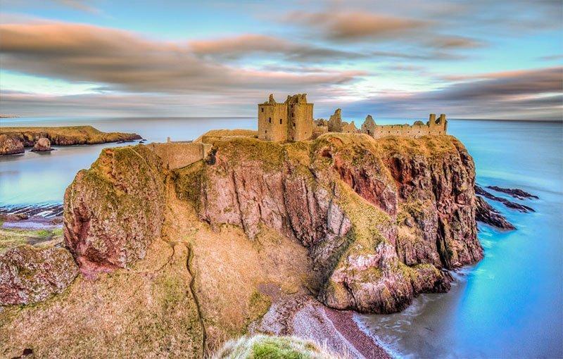 castelo topo falesia escocia