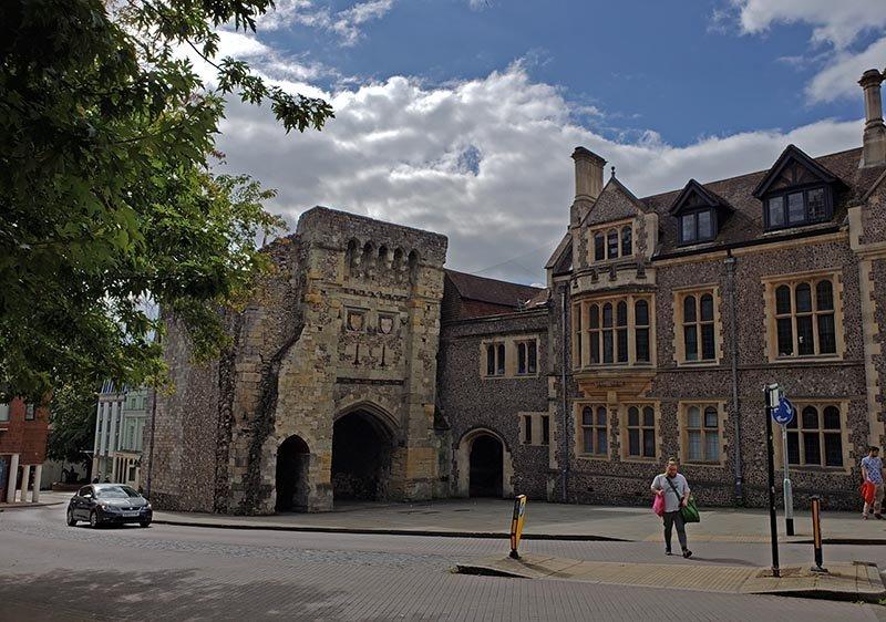 west gate portao do castelo hampshire