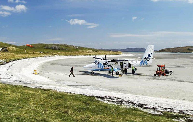 aeroporto na praia escocia voo mais curto do mundo