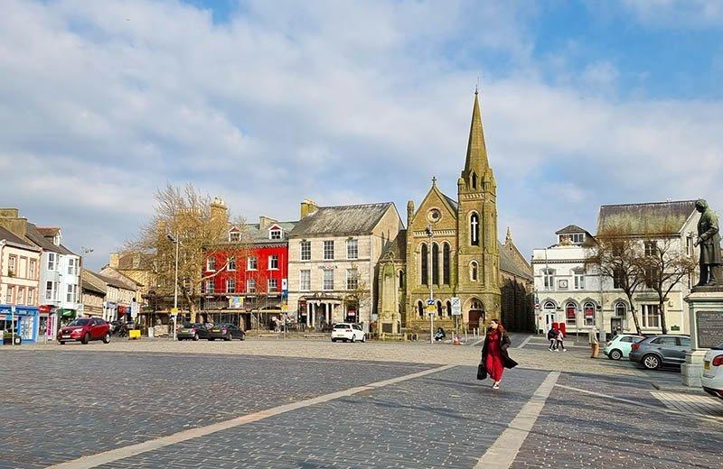 caernarfon castle square church
