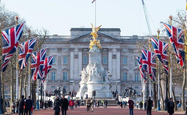 palacio de buckingham a rainha paga imposto