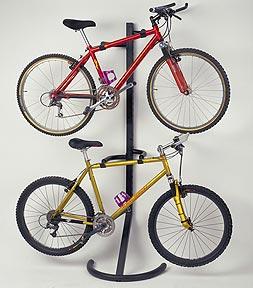 guardar a bicicleta no apartamento: poste para 2 bikes