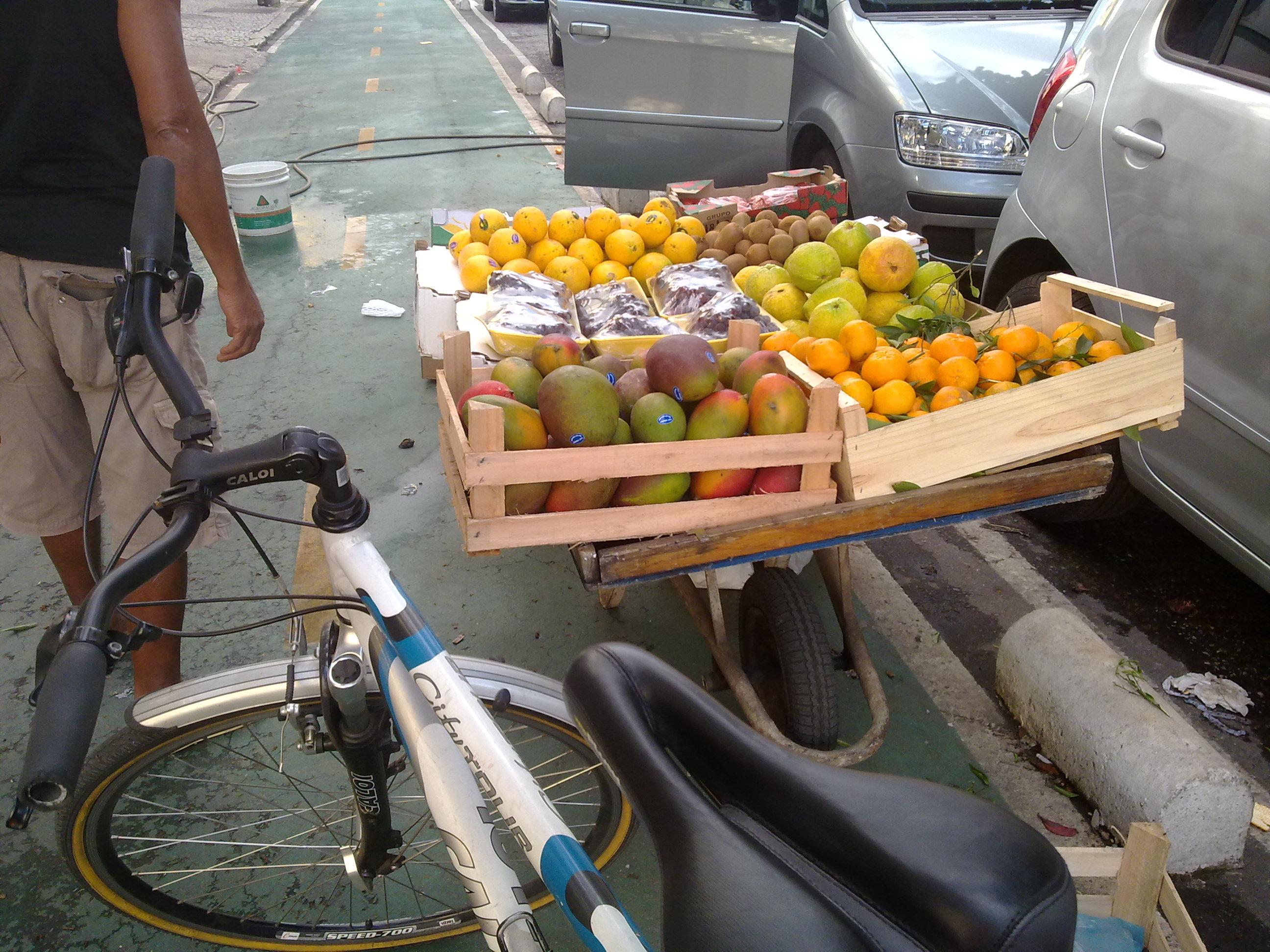 Afinal, não é bom pedalar e também fazer a feira?