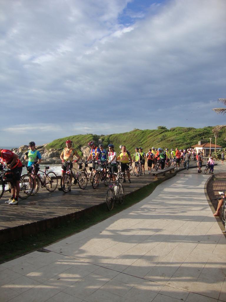 Na concentração: fila para vistoria das bikes