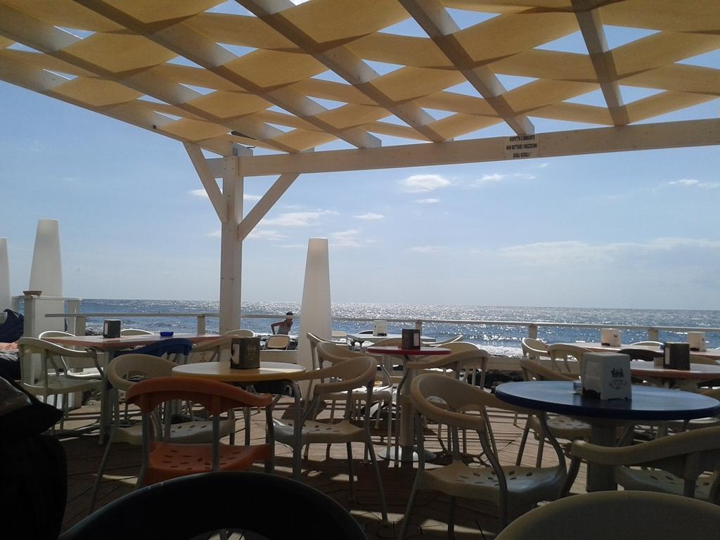 ... e o deck do Sunset Café