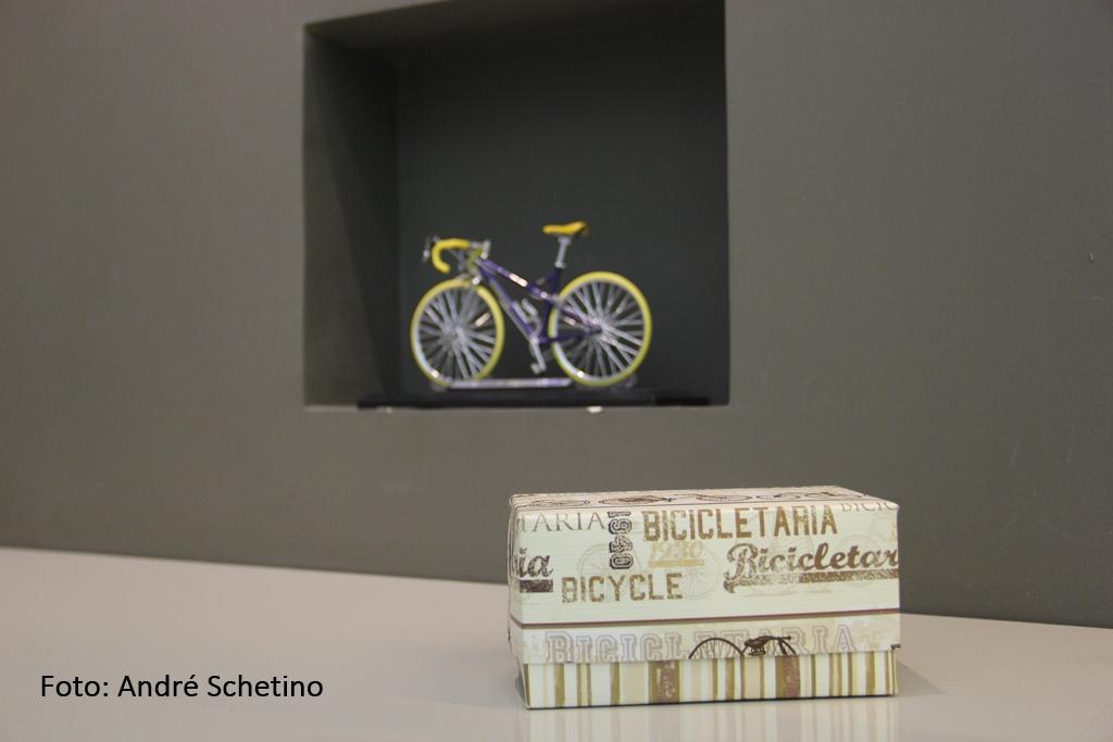 escritório com decoração de bicicletas