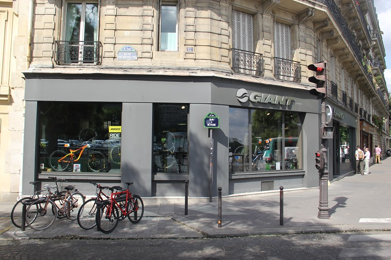 Bike shops em Paris - Giant Notre Dame. Foto: André Schetino