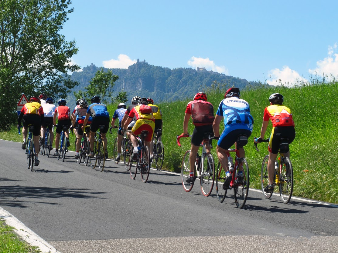 Ciclistas na República de San Marino.