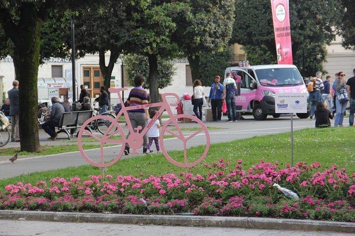 Arezzo enfeitada para receber o Giro d'Italia