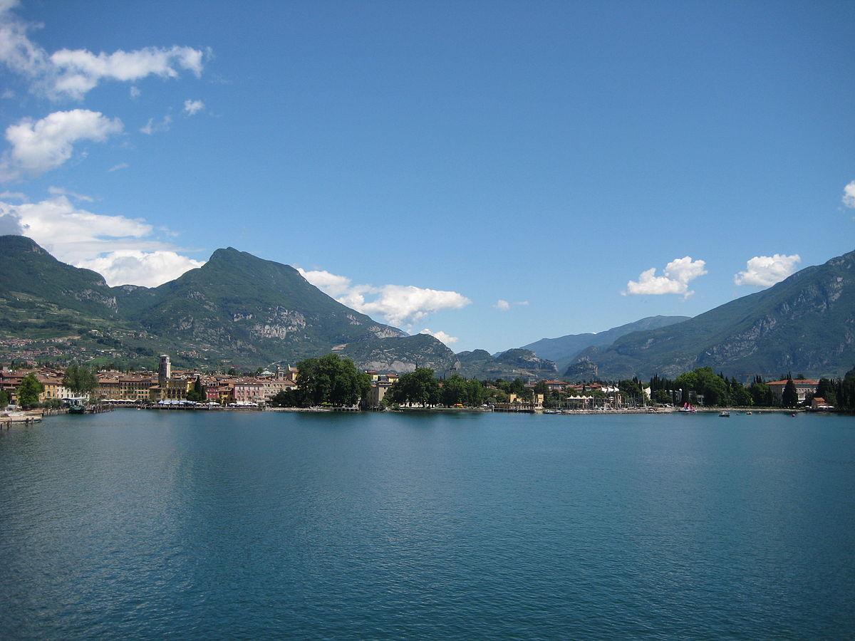 Riva del Garda. Por Federico Tarolli - Obra do próprio, Domínio público, https://commons.wikimedia.org/w/index.php?curid=4527740