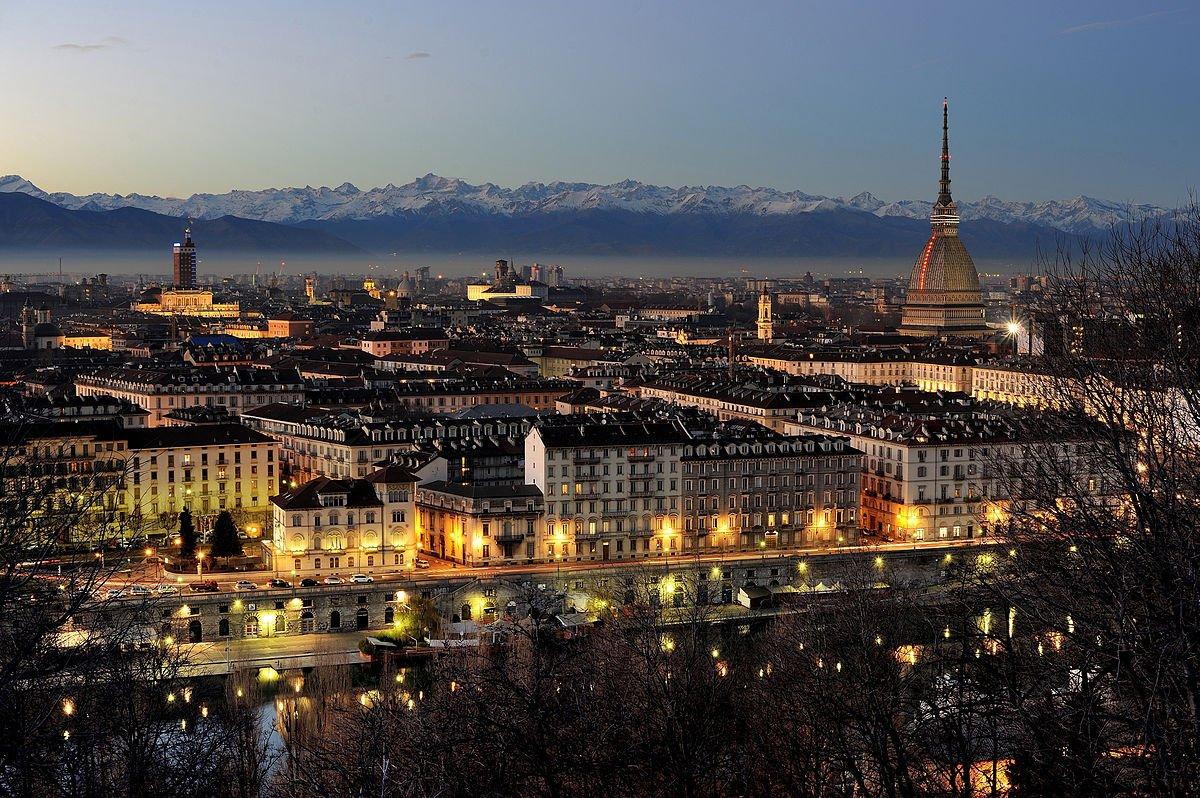 A belíssima Torino. Por Hpnx9420 - Obra do próprio, CC BY 3.0, https://commons.wikimedia.org/w/index.php?curid=31074264