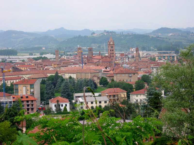 Vista da cidade de Alba. Por Cloud7 em Wikipédia alemã, CC BY-SA 3.0, https://commons.wikimedia.org/w/index.php?curid=792912