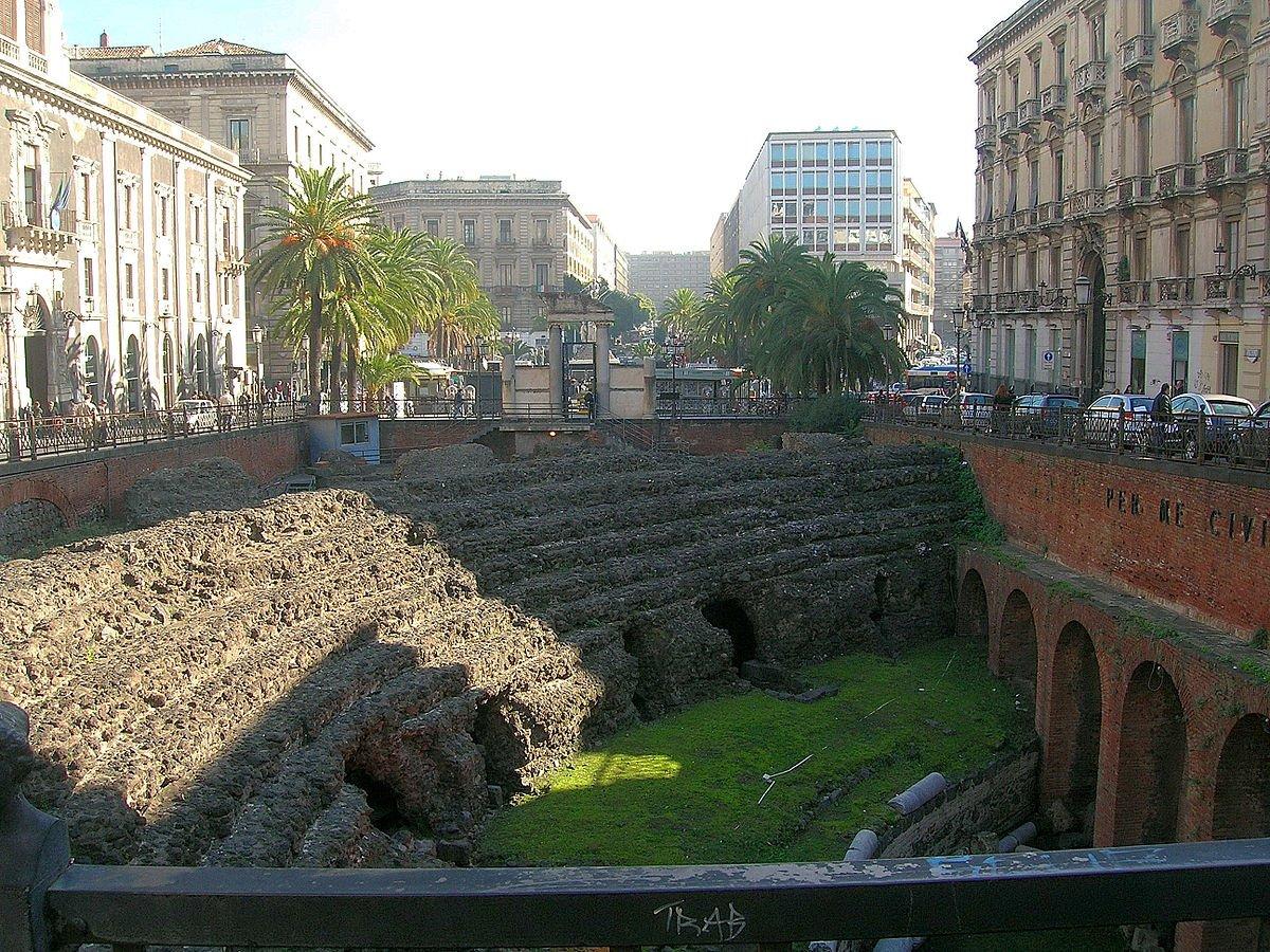 Anfiteatro romano de Catania. CC BY-SA 3.0, https://commons.wikimedia.org/w/index.php?curid=1674074
