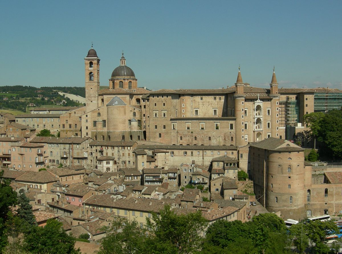 Panorama de Urbino. Di Original uploader was Pietro il Grande at it.wikipedia - Transferred from it.wikipedia; transferred to Commons by User:Wikinade using CommonsHelper., CC BY-SA 3.0, https://commons.wikimedia.org/w/index.php?curid=4863789