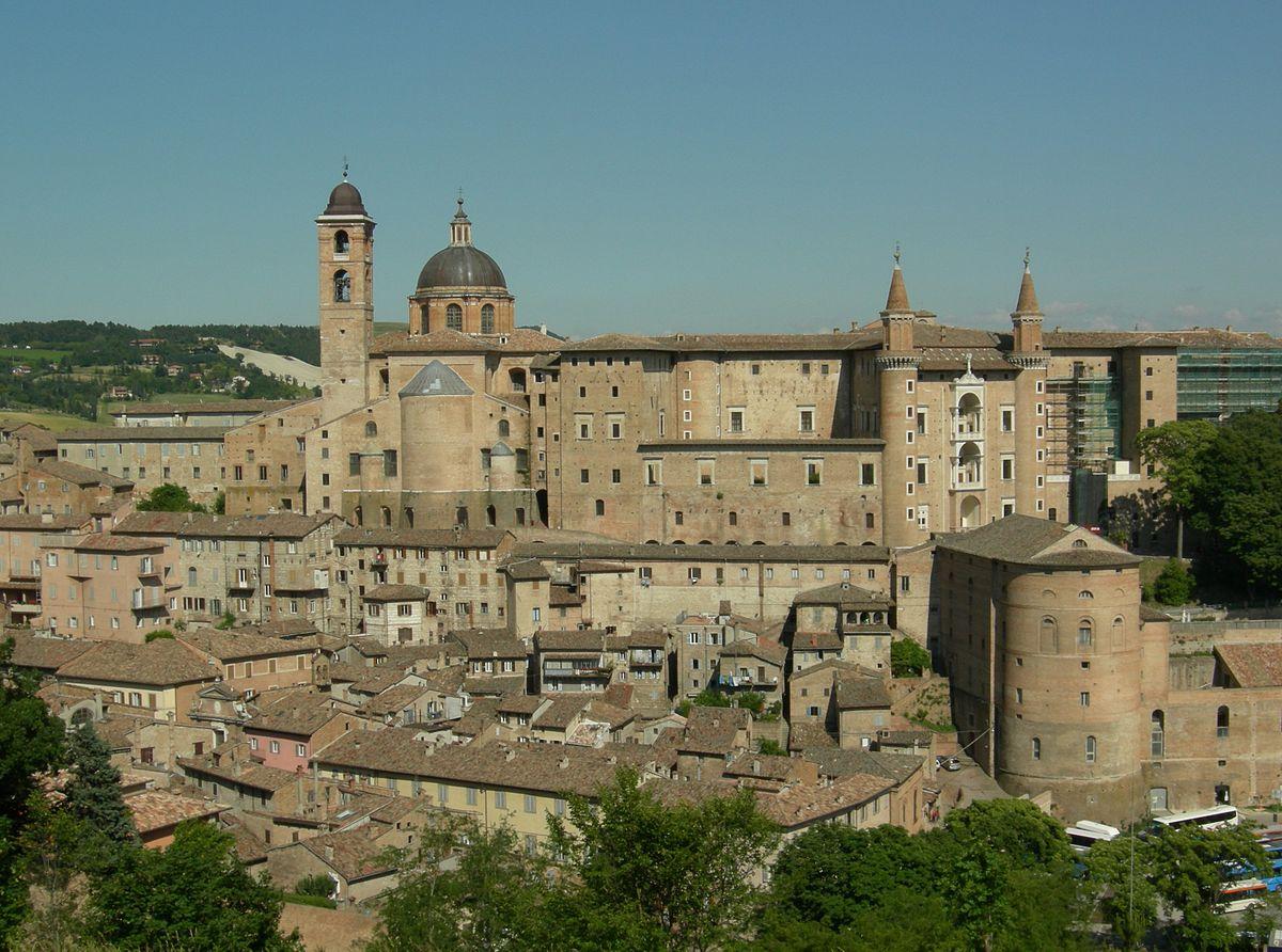 Panorama de Urbino. Di Original uploader was Pietro il Grande at it.wikipedia - Transferred from it.wikipedia; transferred to Commons by User:Wikinade using CommonsHelper., CC BY-SA 3.0, https://commons.wikimedia.org/w/index.php?curid=4863789