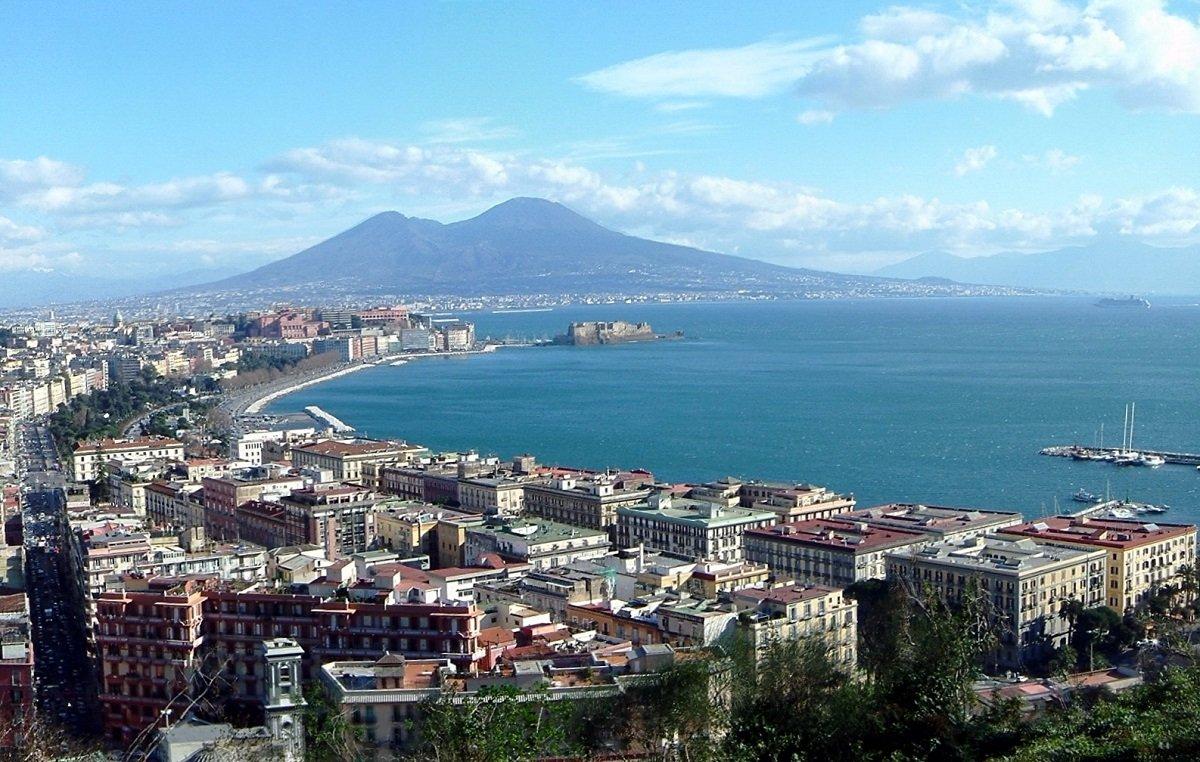 Vista de Nápoles. Pubblico dominio, https://commons.wikimedia.org/w/index.php?curid=15833161