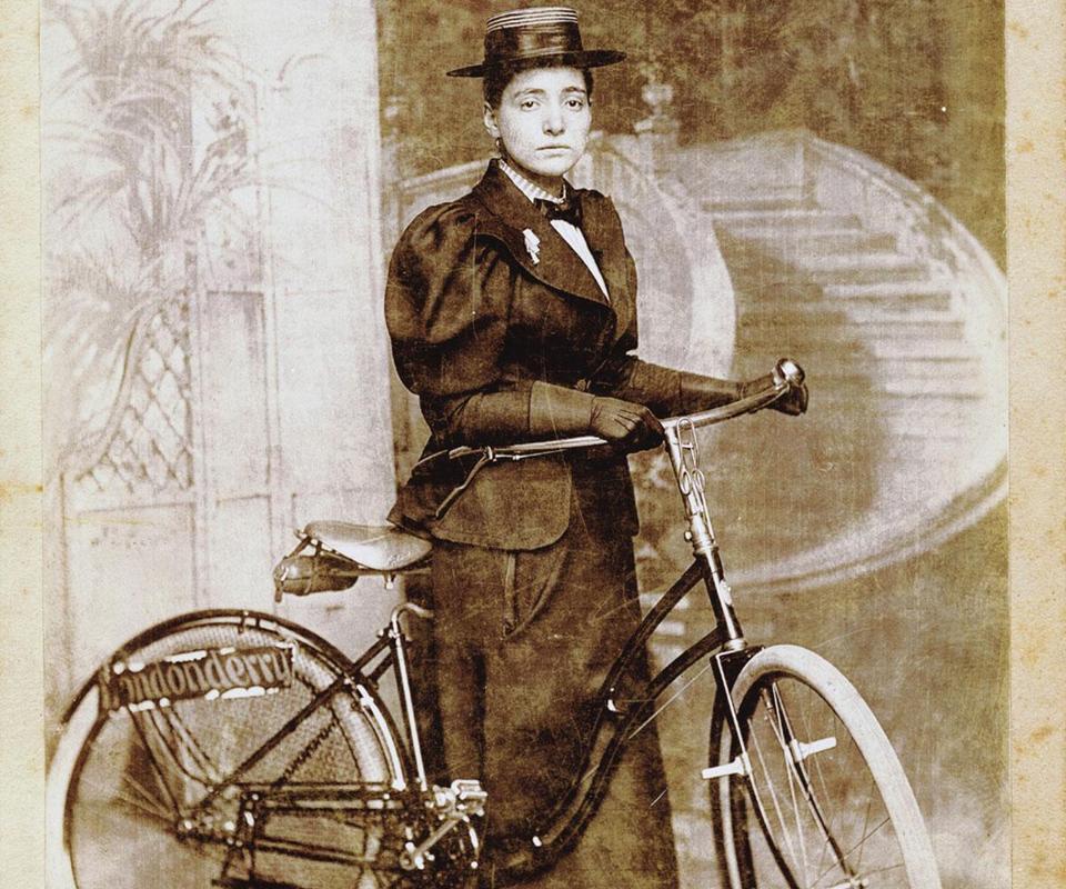 Annie Londonderry Kopchovsky - mulhjeres inspiradoras para o ciclismo
