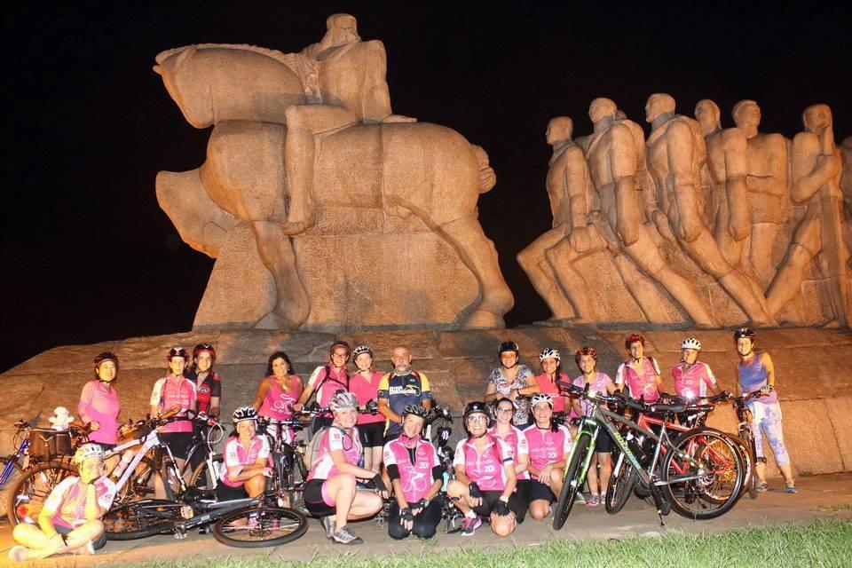 grupos de pedal feminino saia na noite