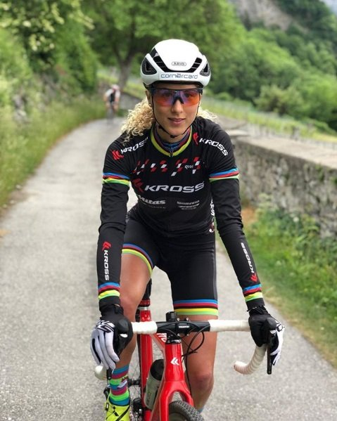 Jolanda Neff mulheres no mountain bike