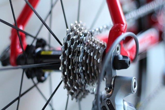 bicicleta: detalhe do cassete e corrente