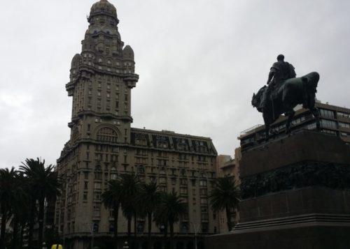 plaza-da-independencia-montevideo-uruguai
